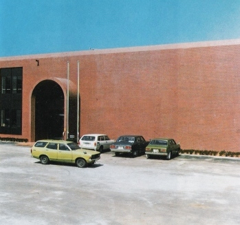 建設中の医師会館